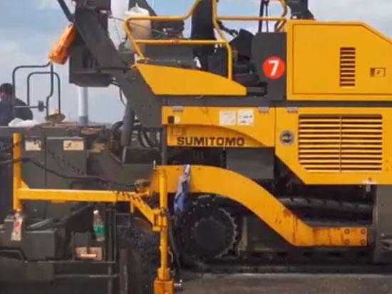 住友HA90C-2摊铺机沥青摊铺施工视频