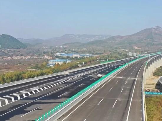 雄安三条高速5月底建成通车 2条高铁今年开工建设