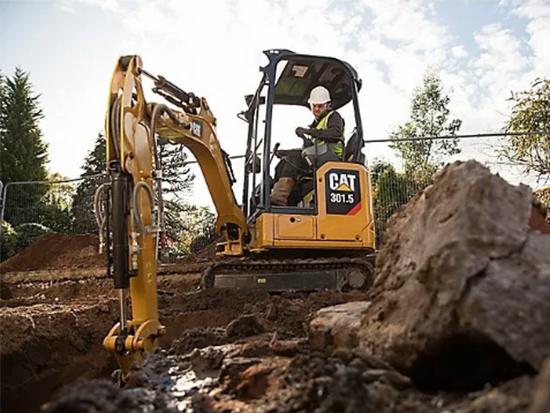 为什么挖掘机使用液压锤液压油变黑?