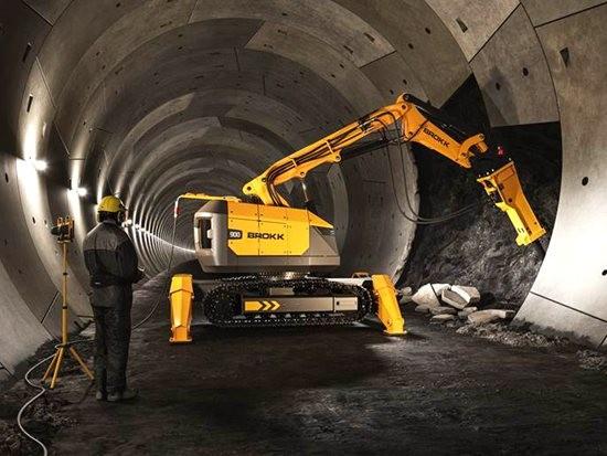 """Brokk推出""""世界上最大的""""拆除设备"""