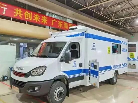 为疫情动态防控献力,搭载FPT F1C发动机的核酸检测车在湖南省湘潭市交付