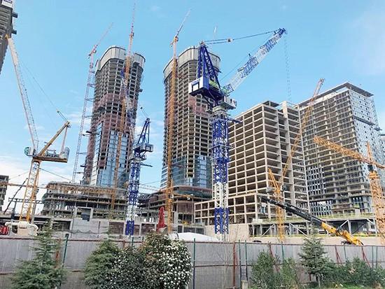 """""""双子""""动臂塔助力世界地标性建筑 中联重科海外市场发展强劲"""