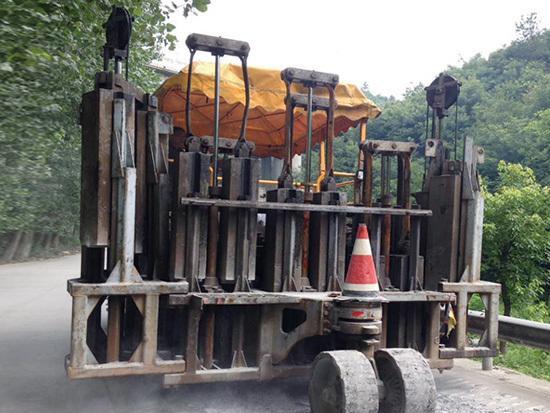 多锤头水泥路面破碎机的操作时候需要注意哪些