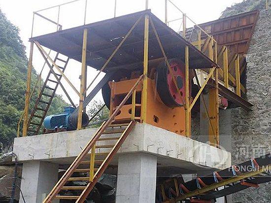 颚式破碎机——碎石制砂生产线粗碎不可缺!