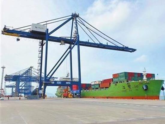 """高栏国码集装箱吞吐量同比增长6% 生产""""开门红"""" 港口作业忙"""