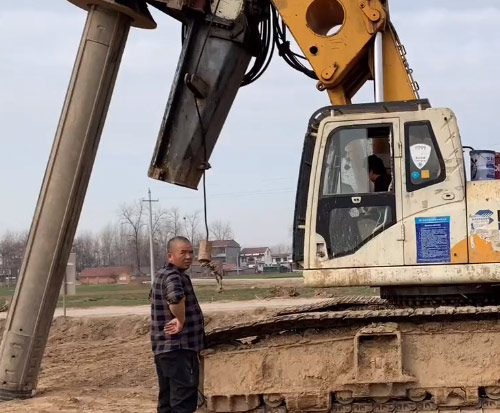 超級大型旋挖鉆機,安裝超級鎢合金大鉆頭