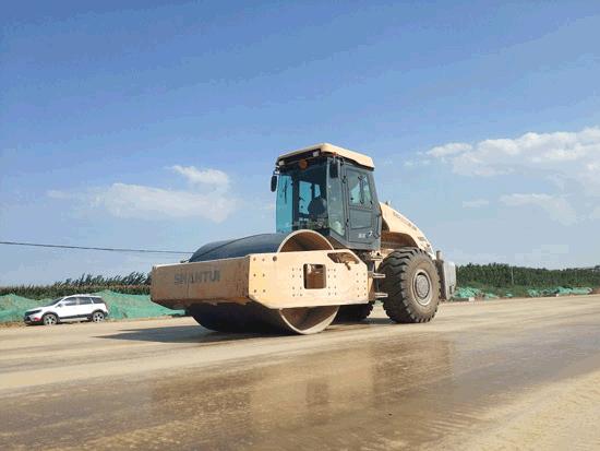 山推设备助力济宁新机场快速路建设