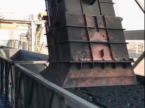 礦山機械:自動化裝煤機