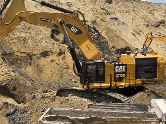 卡特彼勒6015B和利勃海尔974挖掘机