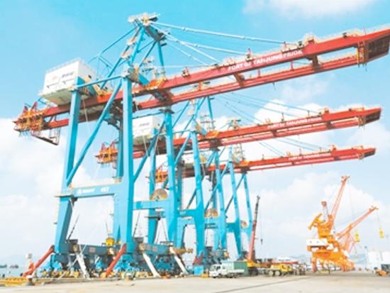三一海洋重工最大国际项目发运三台岸桥启航雅加达港