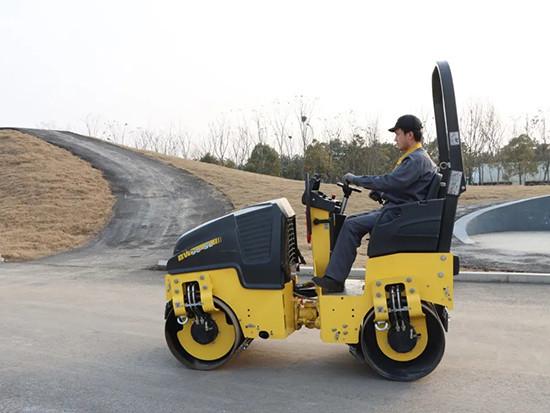 小噸位壓實利器——寶馬格新品BW90SL-5雙鋼輪壓路機