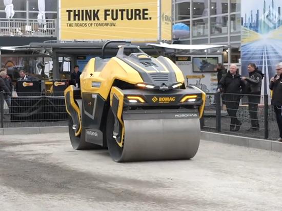 宝马格全智能无人驾驶双钢轮压路机亮相展会引围观