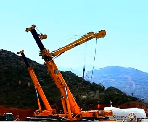 徐工集团任重道远,世界最大吊车,轻松吊起一艘航母,中华崛起