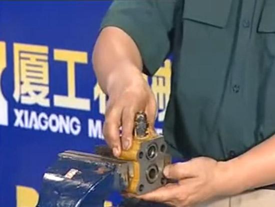 装载机维修视频教程之工作分配阀解体与装配