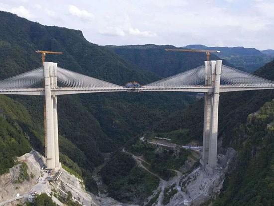 跨越天堑 | 徐工塔机助建桥梁项目高品质建设