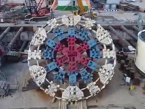 中国造出口欧洲最大盾构机在俄始发