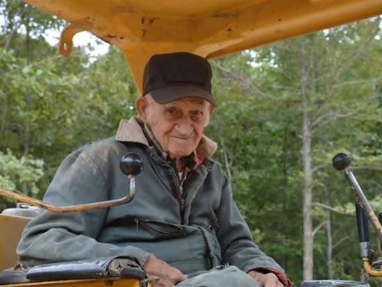 91岁老人与CAT推土机的一生情缘
