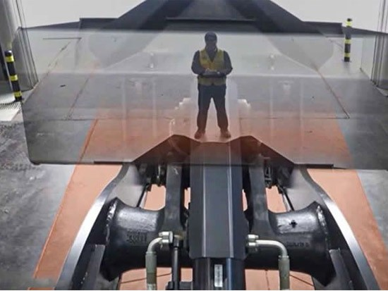"Doosan 装载机的""透明铲斗"""