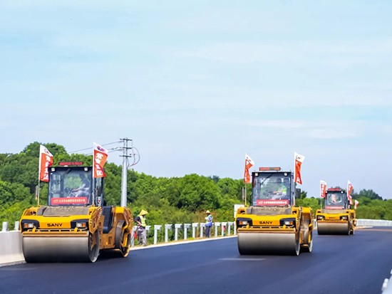 三一高端智能黑色路面成套摊铺压实设备在溧高高速完成华丽转身