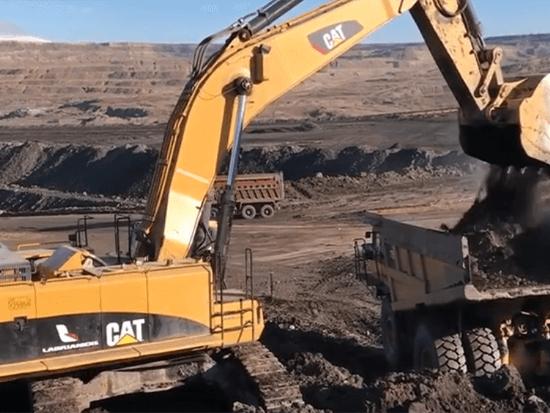 卡特385C型挖掘机土方作业实拍