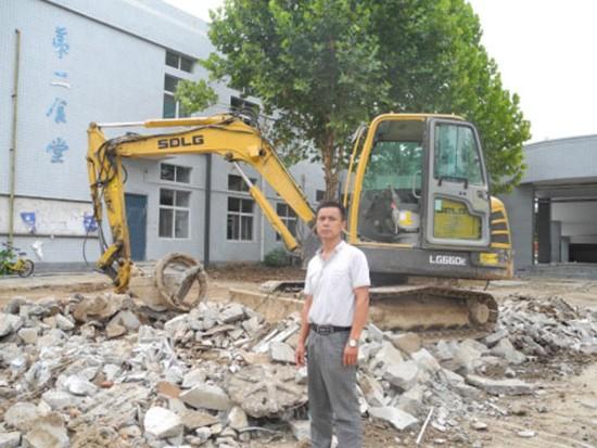 经营挖掘机17年,临工挖掘机用着顺手