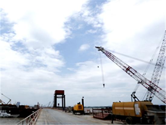 徐工XR460D旋挖钻机在芜湖大桥施工