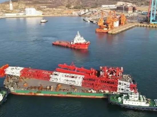 """1200吨绕桩式起重机发运,将安装于""""海洋风电79""""自升式海上风电安装平台"""