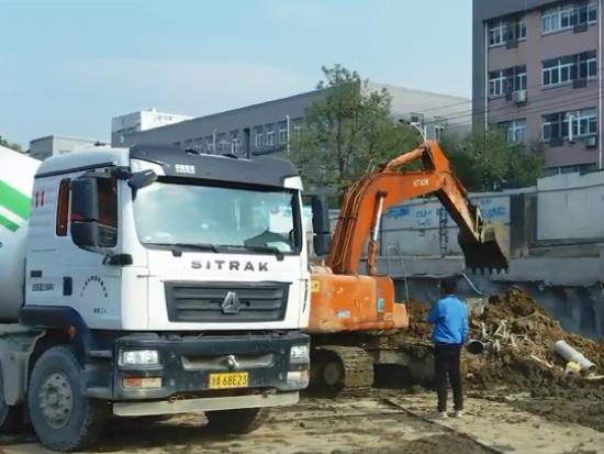 中国重汽汕德卡G5搅拌车