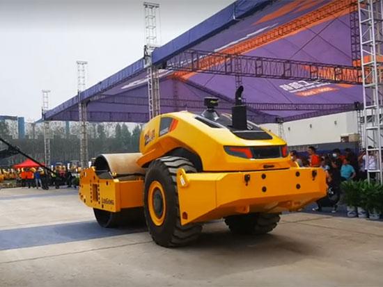 智能无人驾驶压路机柳工6626E演示视频
