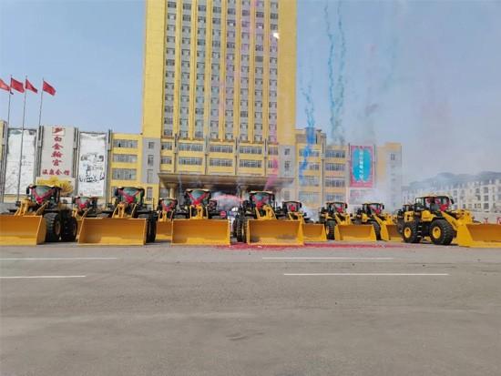 【火热交机】20台L968F装载机一次性交付辽宁港口大客户