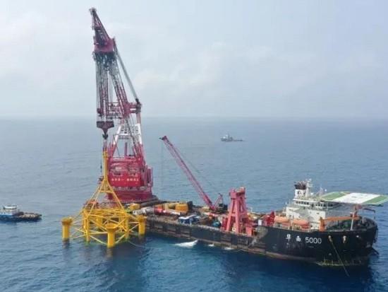 国内首个深水区海上风电项目完成首台风机基础导管架吊装