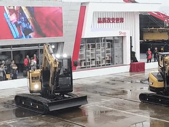 无人挖掘机震撼机械舞,各种精细操作,挖机操作手未来会失业吗?