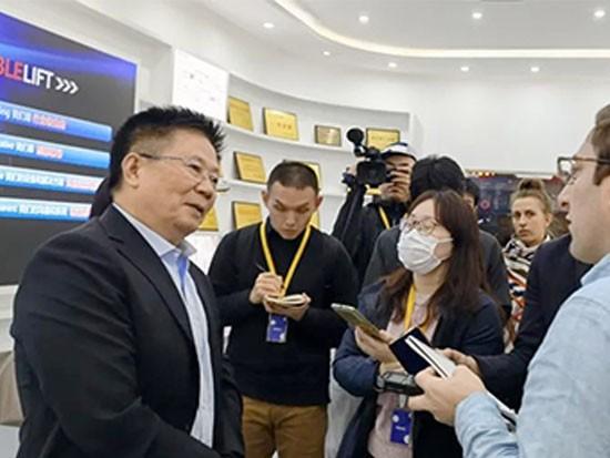 诺力董事长丁毅接受外媒专访