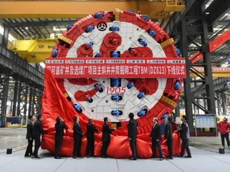 铁建重工首台套应用于煤矿长距离斜井施工敞开式TBM荣耀下线