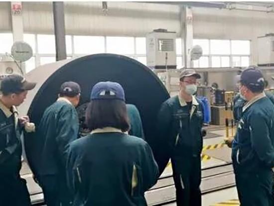 山推二号主机厂装配车间开展钢轮装配间隙分析工作