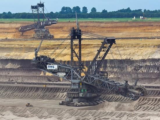 一斗開山,造價7個億的挖機為啥這么豪橫?