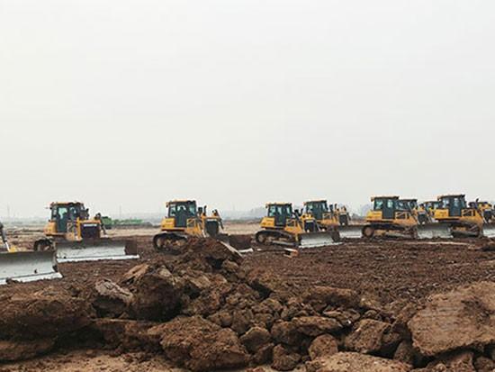 50余台山推推土机助力东北某新能源项目建设