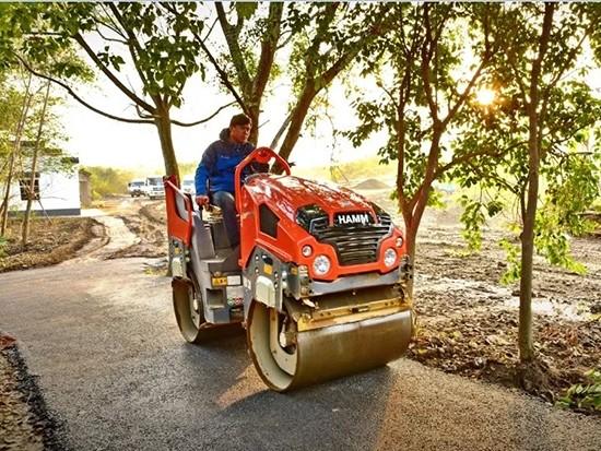 悍马 HD 30 VV 双钢轮压路机小身材、大作为,建设美好乡村路