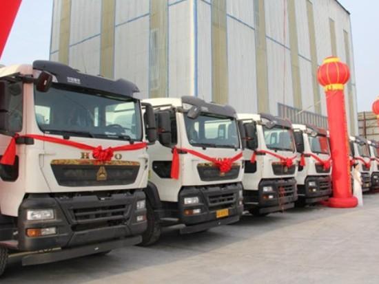 罐通天下 砼筑未来——50辆中国重汽豪沃TX搅拌车在石家庄批量交付大客户