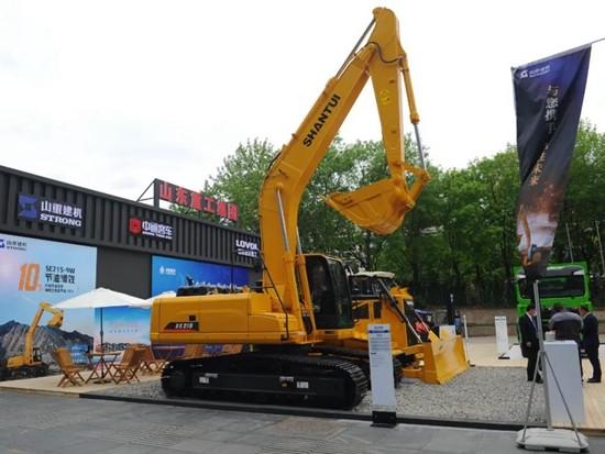 山推挖掘机参加世界内燃机大会