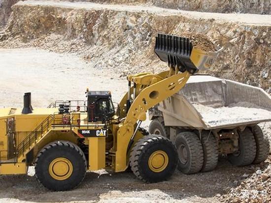 胎比人还要高的矿山装载机霸主CAT-994K铲车你见过吗?