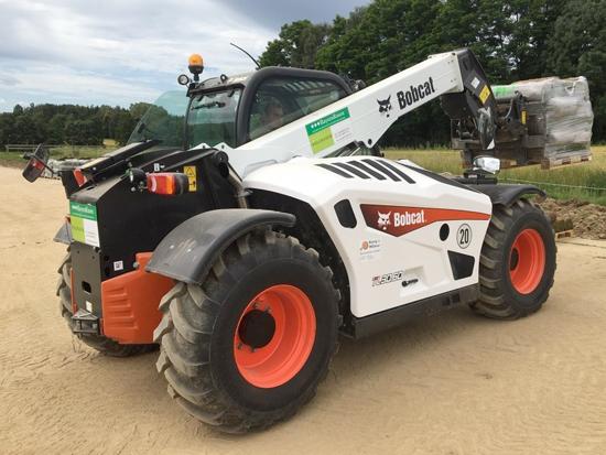 山猫(Bobcat)伸缩臂叉车在巴伐利亚草坪生产中的应用