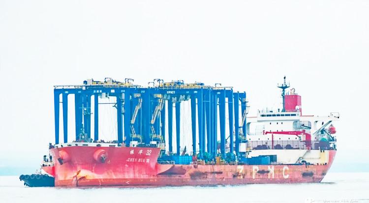 洋浦国际集装箱码头起步工程能力提升项目第三批设备到港