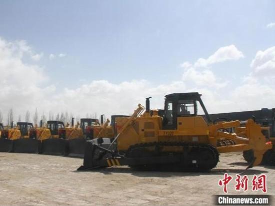 中国兵器一机徐工8台TY320推土机批量出口海外