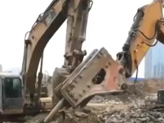 挖斗大战破碎锤!