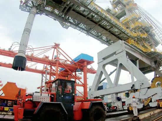 ZPMC装船机发运日本