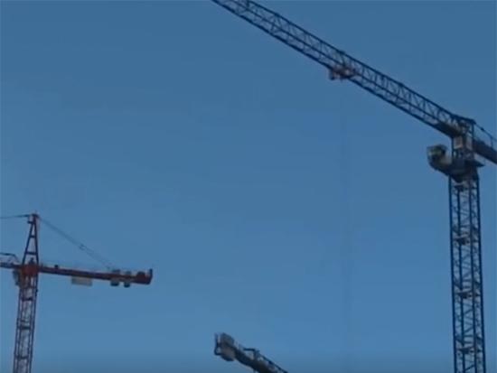 巨无霸起重机正式亮相!令人大开眼界,这才是机械的力量