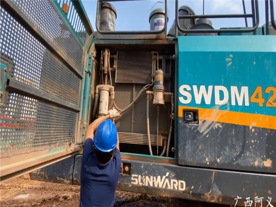 工地旋挖钻机,山河智能360H,发动机简单保养