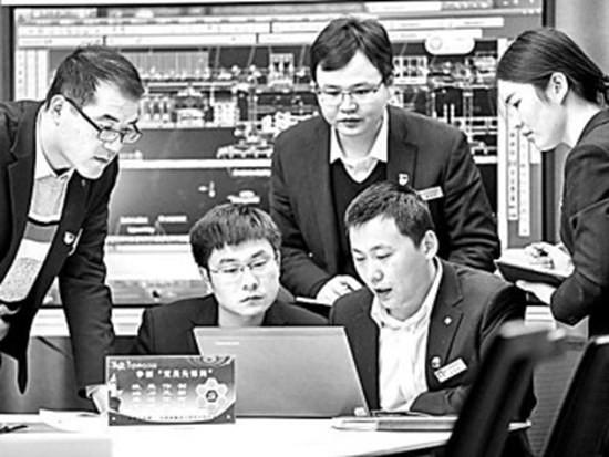 """基建重器须有""""中国芯""""——记国产超大直径盾构机研发团队"""