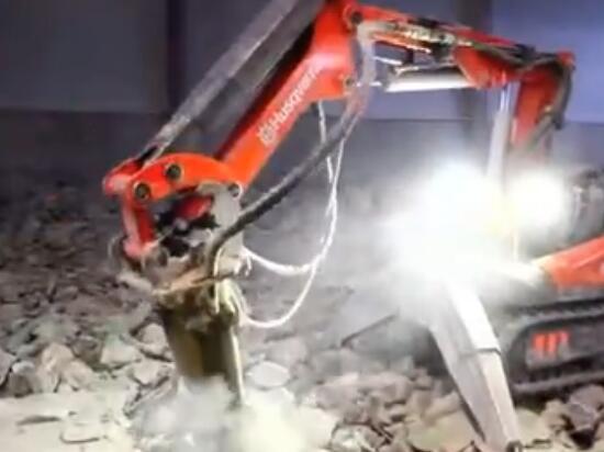破碎錘挖掘機都遙控操作了!